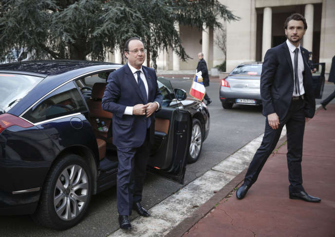 Le chef de l'Etat à Toulouse, le 9 janvier, lors d'une visite à l'Ecole nationale supérieure de construction aéronautique.