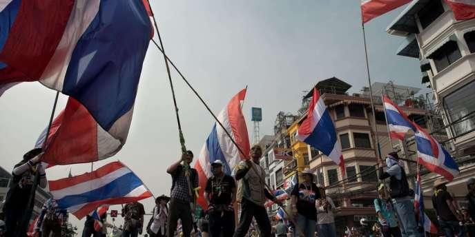 Manifestation contre le gouvernement à Bangkok, le 7 janvier.