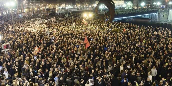 Des dizaines de milliers de nationalistes basques ont défilé dans les rues de Bilbao, le 11 janvier.