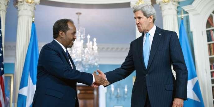 Le président somalien, Hassan Cheikh Mohamoud, et le secrétaire d'Etat américain John Kerry, en septembre 2013 à Washington.