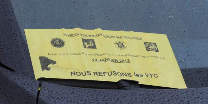 Un tract dénonçant les voitures de tourisme avec chauffeur à l'aéroport de Toulouse-Blagnac, le 10 janvier 2013.