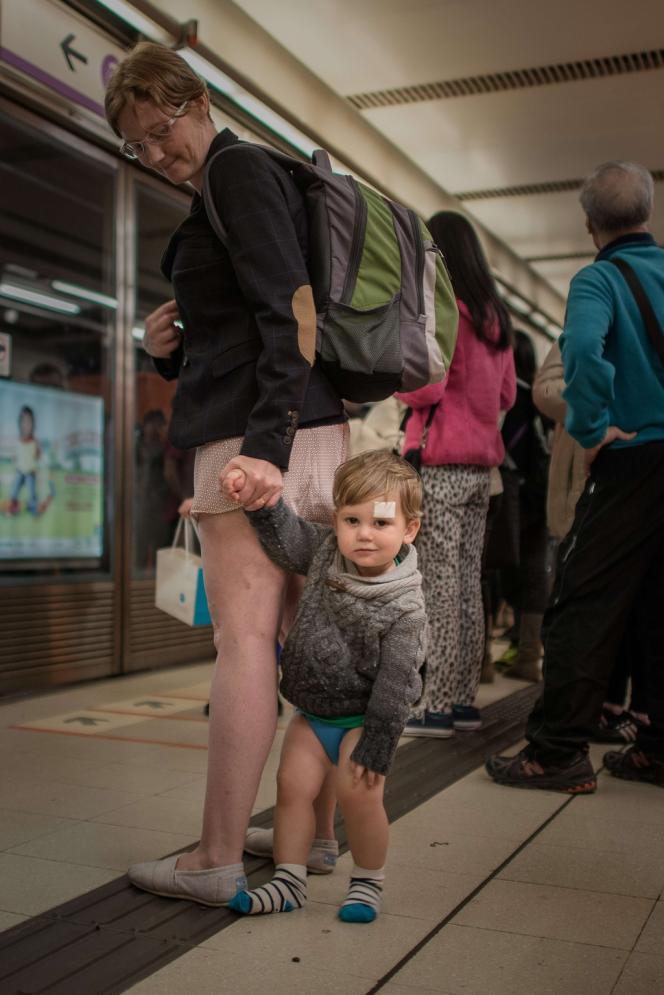 No Pants Subway Ride à Hong Kong.