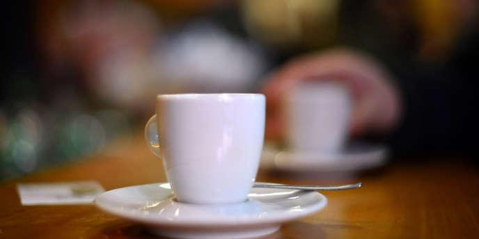 Une tasse de café dans un bar à Rome.