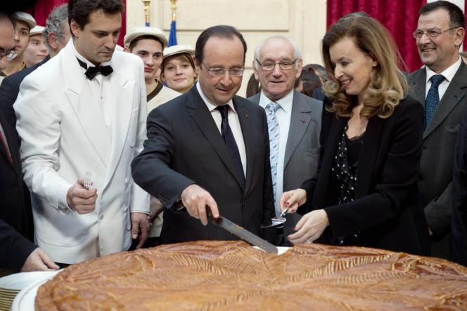 François Hollande et Valérie Trierweiler pour la galette des rois, à l'Elysée, mardi 7 janvier.