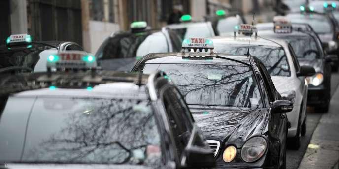Le Conseil d'Etat a suspendu en référé le délai de 15 minutes imposé aux véhicules de tourisme avec chauffeurs