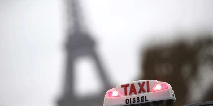 Les taxis réclament une loi qui imposerait aux véhicules de tourisme avec chauffeur les mêmes obligations réglementaires que celles auxquelles ils sont soumis.
