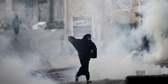 Manifestation antigouvernmentale dans le village de Daih, à l'ouest de Manama, le 17 décembre 2013, à Bahreïn.