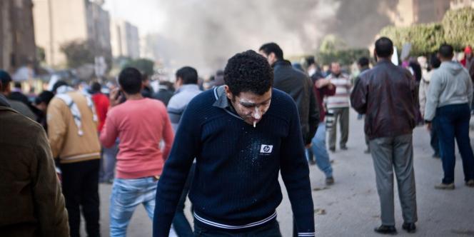 Affrontements entre manifestants pro-Morsi et forces de sécurité égyptiennes, le 8 janvier au Caire.