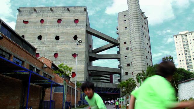 Le centre culturel SESC Pompeia réalisé à Sao Paulo par Lina Bo Bardi, en 1977.