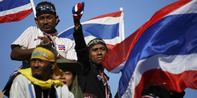 Une frange radicale des manifestants lors d'une manifestation contre la première ministre Yingluck Shinawatra, le 14 janvier.