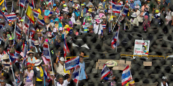 Manifestations contre le gouvernement à Bangkok, le 14 janvier 2014.