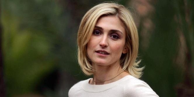 Julie Gayet (ici en 2006) réclame 50000euros de dommages et intérêts, 4000euros pour les coûts de procédure et une publication judiciaire sur la moitié de la couverture du magazine.