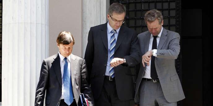 Matthias Mors, Klaus Masuch et Poul Thomsen, trois représentants de la « troïka » à Athènes, en juillet 2012.
