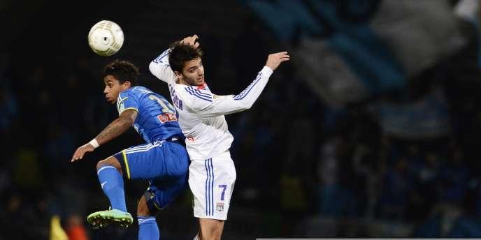 Maio Lemina, de Marseille, et Clément Grenier, de Lyon, le 15 janvier au stade Gerland, à Lyon.