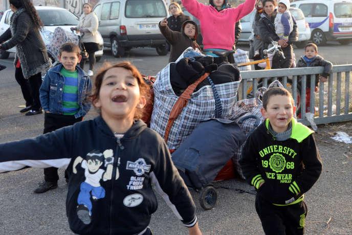 Dans un camps rom près de Bordeaux, en décembre 2013.