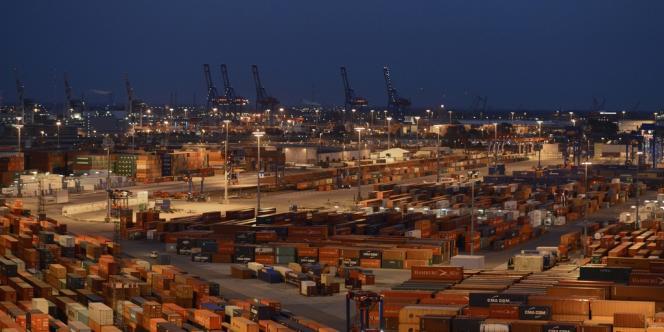 Vue du terminal des containers du port de Hambourg, en 2012.
