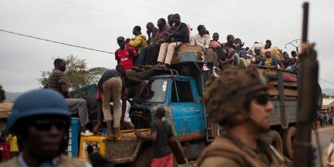 Les civils musulmans continuent à fuir vers le Tchad. Le 16janvier, des dizaines d'entre eux s'entassaient dans des camions partant vers le nord et escortés par les soldats tchadiens de la Misca.