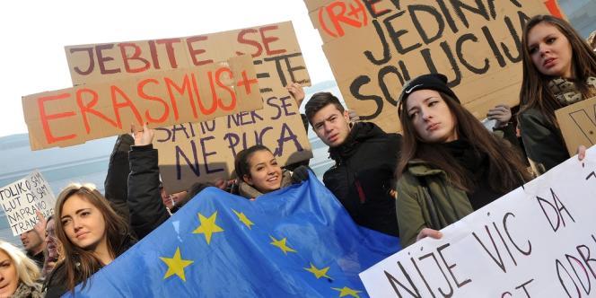 Des étudiants bosniaques lors d'une manifestation à Sarajevo contre le refus du gouvernement de participer au programme