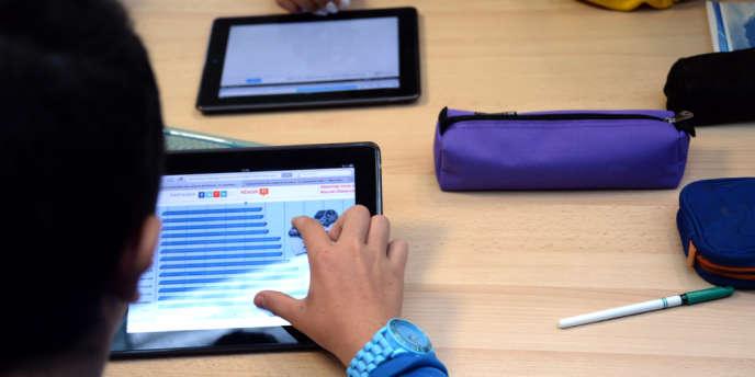 Les étudiants peuvent suivre des cours hébergés sur la première plateforme française de MOOC, ou Massive Open Online Courses.