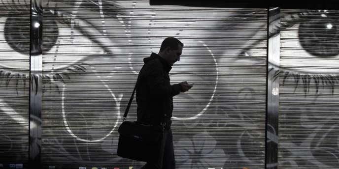 Le programme de la NSA sur les SMS, qui a pour nom de code « Dishfire », récupère « à peu près tout ce qu'il peut », selon des documents du GCHQ, le pendant britannique de la NSA.