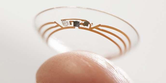 Ces lentilles fonctionnent en « utilisant une petite puce connectée et un capteur de glucose miniature, qui sont enfermés entre deux couches de matériaux dont on fait les lentilles de contact ».