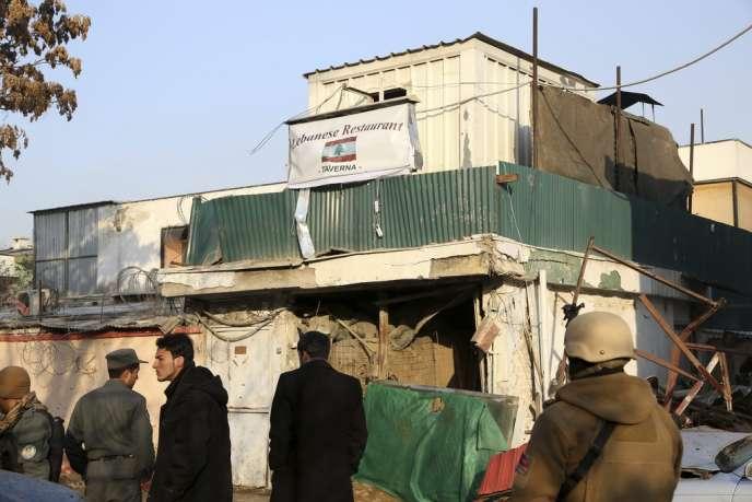 La façade du restaurant La Taverne du Liban, au lendemain de l'attaque des talibans, vendredi 17 janvier à Kaboul.