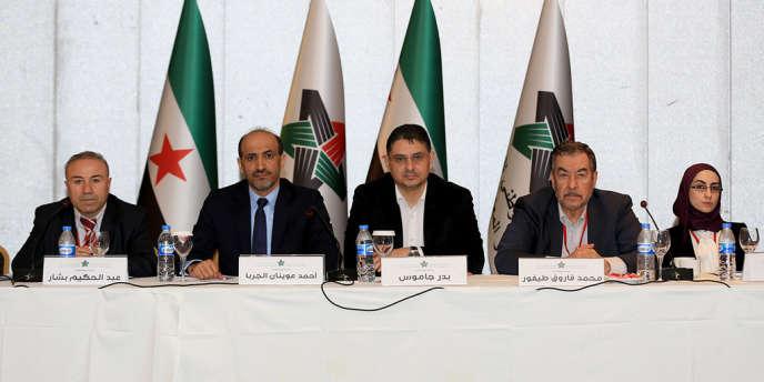 Des membres de la Coalition nationale syrienne, à Istanbul le 18 janvier 2014.
