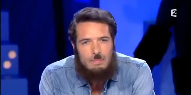 Nicolas Bedos grimé pour la chronique qu'il a consacrée à Dieudonné, dans l'émission