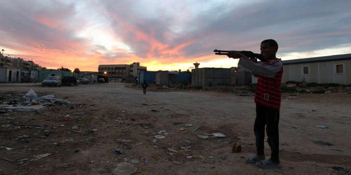 Des affrontements ont repris à Sebha lorsque un groupe armé a pris le contrôle d'une base militaire, après plusieurs jours d'une relative accalmie, selon le gouvernement.