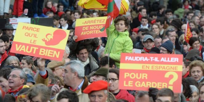 Plusieurs milliers de personnes ont défilé à Paris dimanche pour dénoncer la