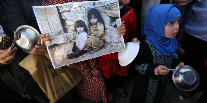 Manifestation de soutien aux réfugiés palestiniens du camp de Yarmouk (Syrie), le 16 janvier à Gaza.