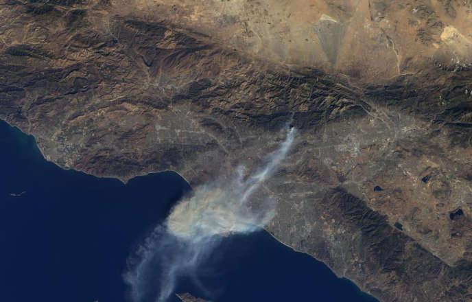 Image satellite de l'incendie qui a ravagé une partie du sud de la Californie, jeudi 16 janvier.