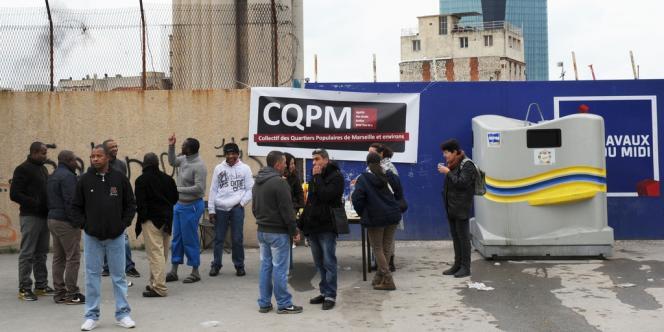 A Marseille, le 13 janvier. Des habitants de la cité Bellevue bloquent l'entrée du chantier immobilier Nexity afin de réclamer des emplois sur le chantier pour les jeunes du quartier, confrontés à un fort taux de chômage.