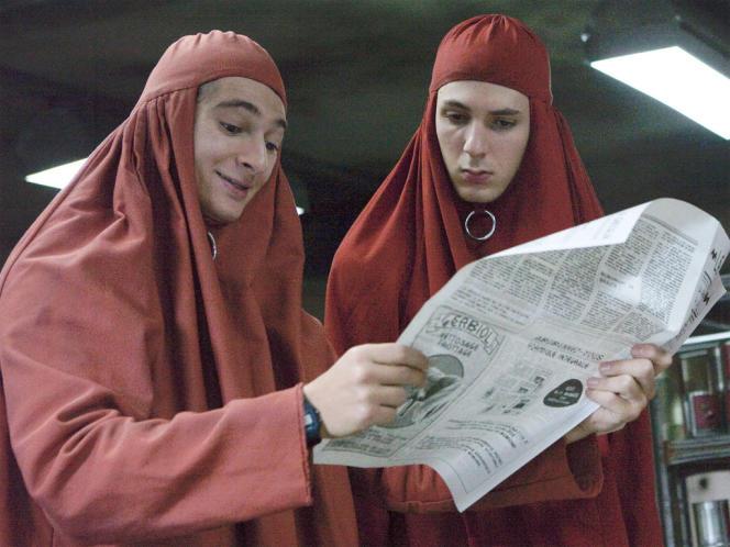 Anthony Sonigo et Vincent Lacoste dans le film français de Riad Sattouf,