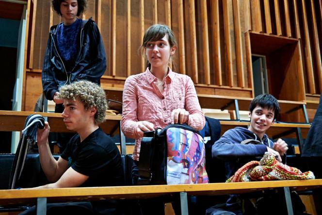 Des élèves de terminale scientifique du lycée René-Descartes assistent à des cours à l'université Rennes-I.