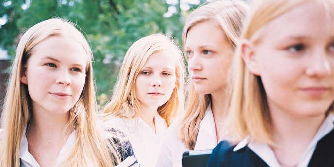 Leslie Hayman (Therese), Kirsten Dunst (Lux), Chelse Swain (Bonnie) et Hannah Hall (Cecilia) dans