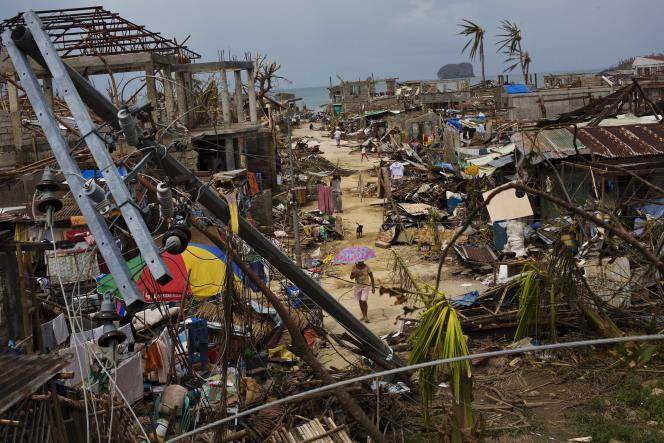 Le village de Maraboth, aux Philippines, après le passage du typhon Haiyan, en novembre 2013.
