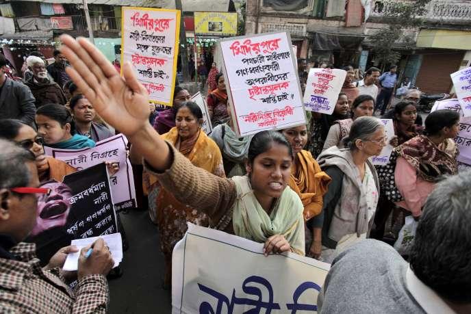 Des femmes défilent à Calcutta pour dénoncer un viol, en janvier 2014