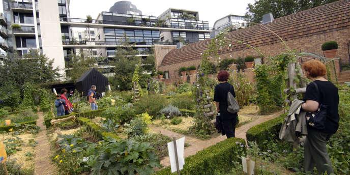 Le Parlement a voté l'interdiction des produits phytosanitaires dans les espaces publics à partir de 2020 et dans les jardins particuliers à compter de 2022.