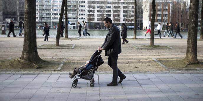 Derrière la formulation « Quel dur métier que celui de parent ! », se cache insidieusement l'idée qu'une formation à la fonction parentale serait nécessaire, voire indispensable.