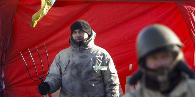 Au lendemain de l'échec de nouvelles négociations, les manifestants de Kiev se préparent à de nouveaux affrontements,  tandis que des bâtiments officiels étaient occupés dans l'Ouest.