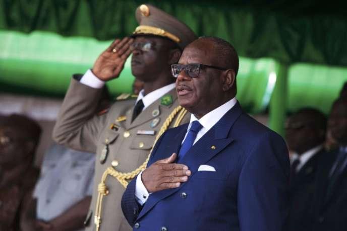 Le président Ibrahim Boubacar Keïta lors d'un défilé des forces militaires maliennes, le 20 janvier 2014.