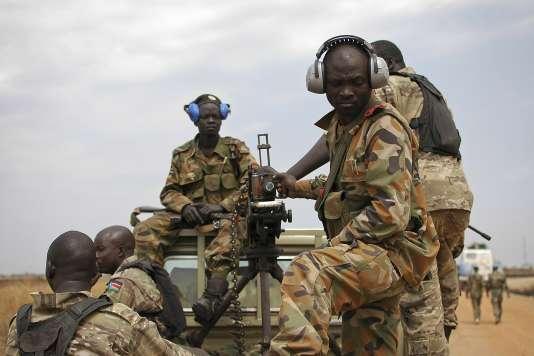 Patrouille de l'Armée de libération du Soudan (SPLA), à Malakal en 2014.