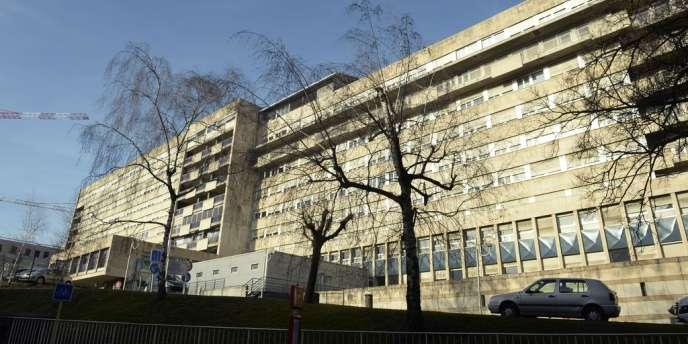 Selon Marisol Touraine, « il n'y a pas de lien entre les pratiques de l'hôpital de Chambéry et la contamination des poches ».