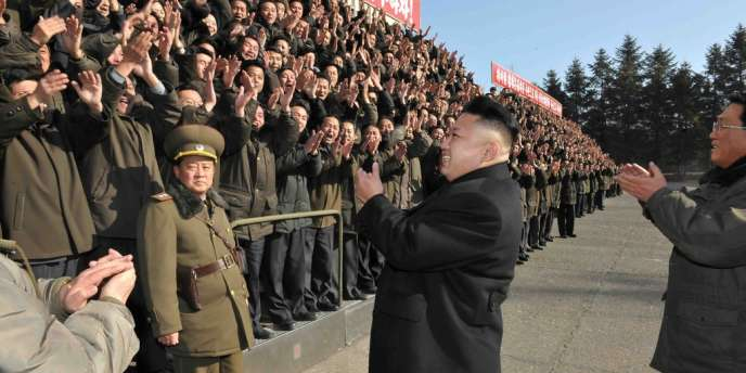 Photo du leader nord-coréen Kim Jong-un à l'académie des sciences à Pyongsong, diffusée par l'agence officielle KCNA le 15 janvier.