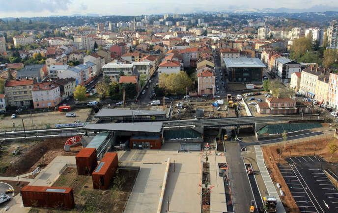Le métro de la ligne B dessert depuis décembre 2013 Oullins, dans l'agglomération lyonnaise.
