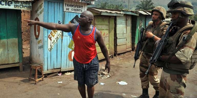 La France est intervenue en République centrafricaine endécembre2013 en pleine guerre civile, déployant jusqu'à 2500soldats dans le pays.