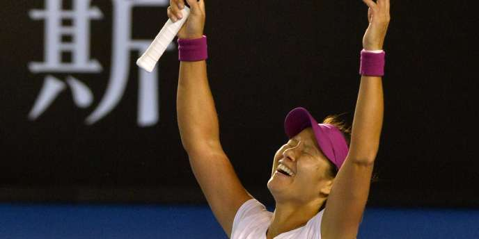 La joueuse de tennis chinoise a remporté le deuxième titre du Grand Chelem de sa carrière en battant la Slovaque Dominika Cibulkova, samedi à Melbourne.