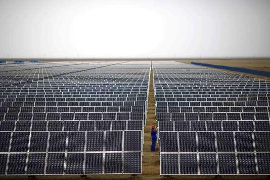 «A l'horizon 2020, la Chine prévoit de disposer d'au moins 110 GW de capacités en énergie solaire» (Photo: ferme solaire à Dunhang, province de Gansu, en 2013).