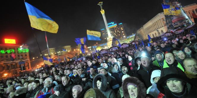 Sur la place de l'indépendance après les négociations entre le gouvernement et les opposants, le 25 janvier au soir.